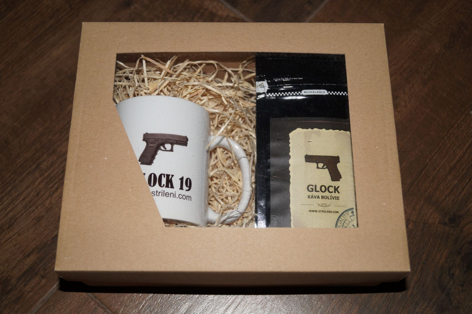 hrnek glock a káva bolivie