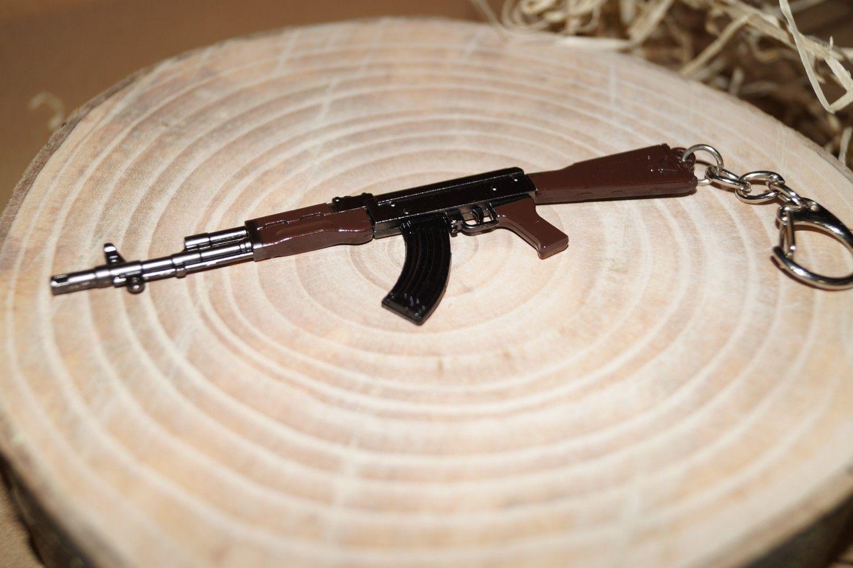 Kovový přívěsek na klíče AK47