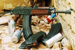 Mix policejních a vojenských zbraní