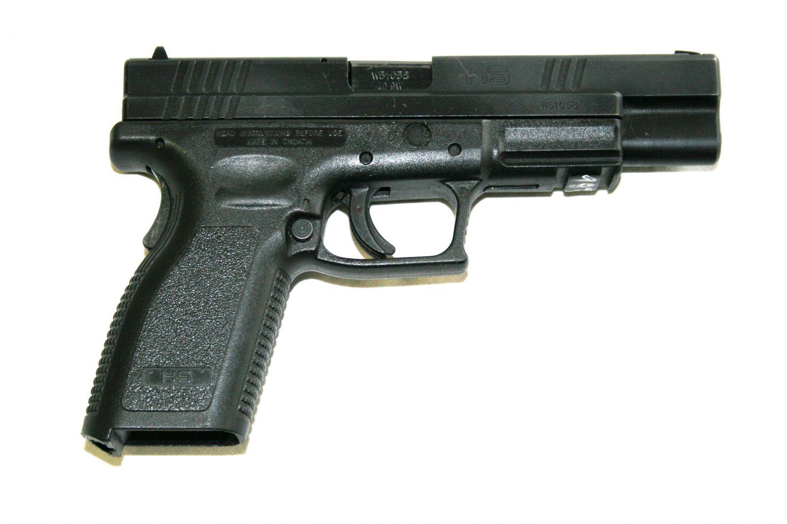 Pistole na zkoušku 8 zbraní nkteam
